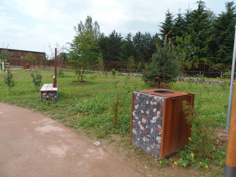 acier corten panneau acier corten idee fontaines jardin beau mlange de bois et acier corten. Black Bedroom Furniture Sets. Home Design Ideas